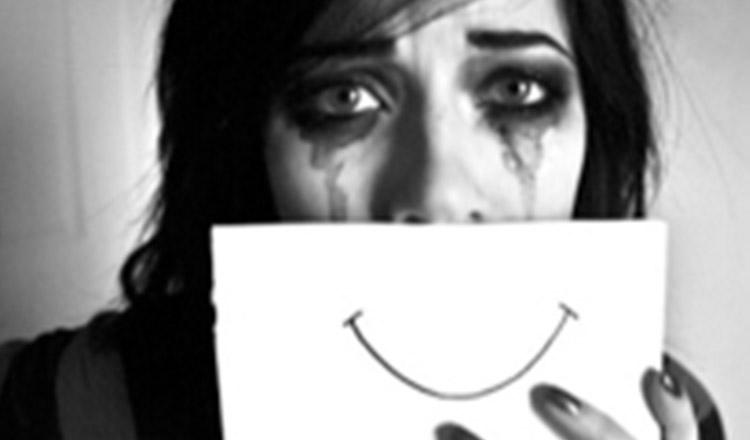 Femeia care zâmbește întotdeauna, ascunde o durere imensă…