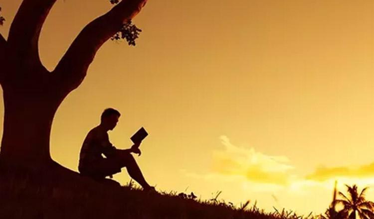 5 semne că ești îndrăgostit de o persoană dintr-o altă viață…