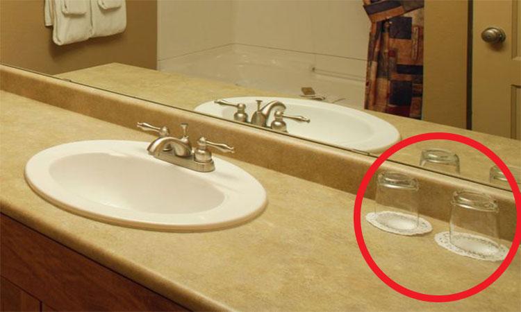 Dacă ai băut din paharele din camerele de hotel, ai comis o greșeală mare!