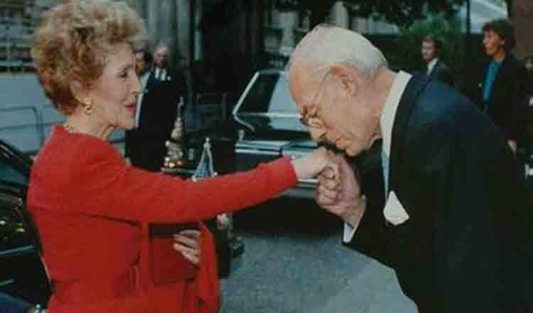 Nu sărutați niciodată o mână ce poartă mănuși!