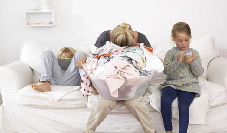 Dragă mămică epuizată, bucură-te de anii de copilărie ai fiului sau fiicei tale, trec prea repede…
