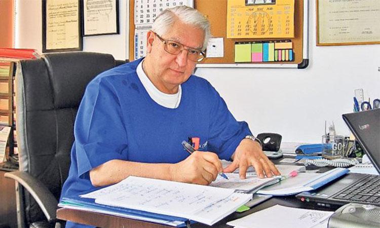 Sfaturile neurochirurgului Vlad Ciurea: nu dormiți cu telefonul la cap, beți un pahar cu apa dimineața, …