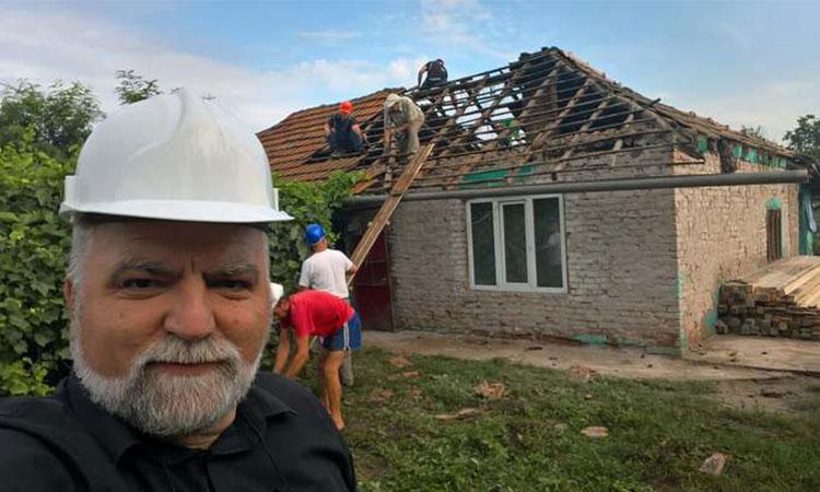 Un om cu inimă mare! Acest preot din Olt, a renovat casa unor orfani!