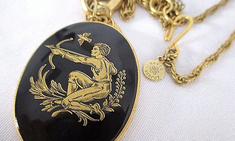 Aceste două zodii ar trebui să evite total bijuteriile de aur. Le poartă ghinion.