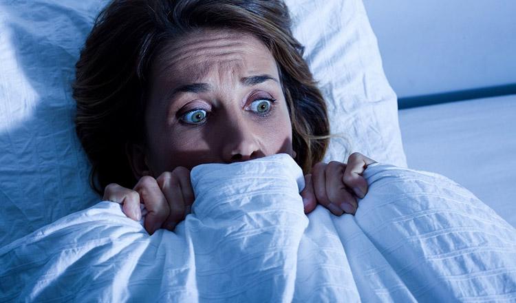 De ce tresari, de fapt, din somn! Dacă se întîmplă frecvent, nu este semn bun…