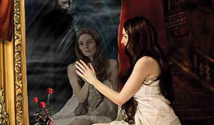 Doamnelor de vârsta a doua le e frică de oglindă…