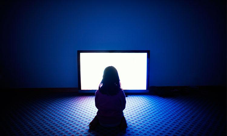 Timpul prelungit petrecut în fața unui ecran poate știrbi dezvoltarea copiilor?