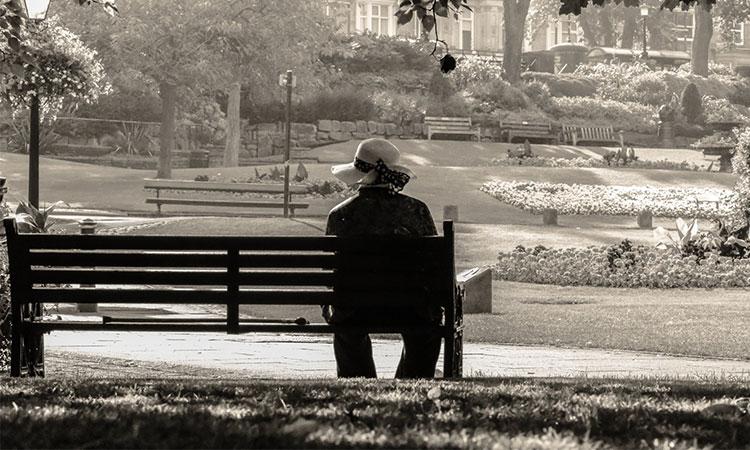 A-ți pierde un părinte se simte ca și cum ai trece prin iad, așa că nu îmi cere să fiu bine…