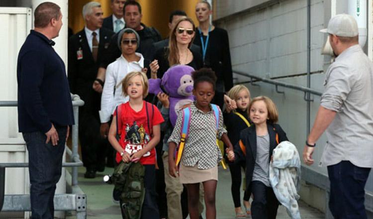 Angelina Jolie și-a scos toți cei șase copii la film. Uite cât de mult au crescut