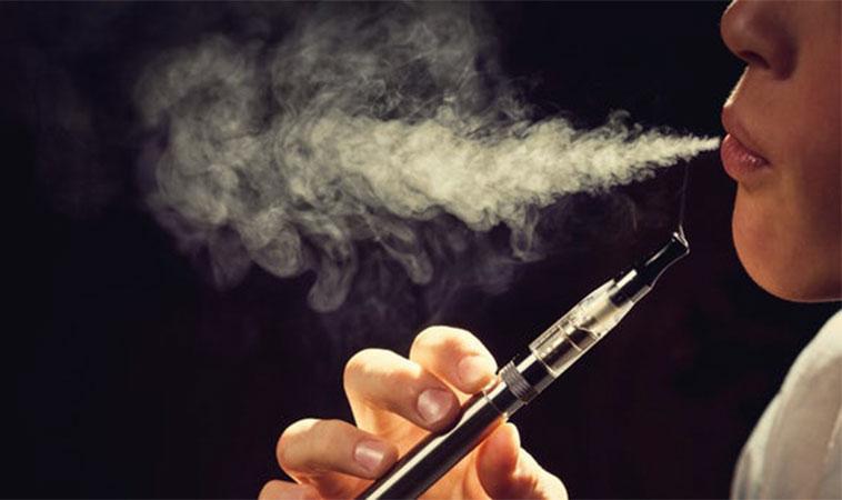 Studiile au constatat că utilizarea țigărilor electronice crește riscul de accident vascular cerebral, al bolilor de inimă și infarctului, cu până la 70%
