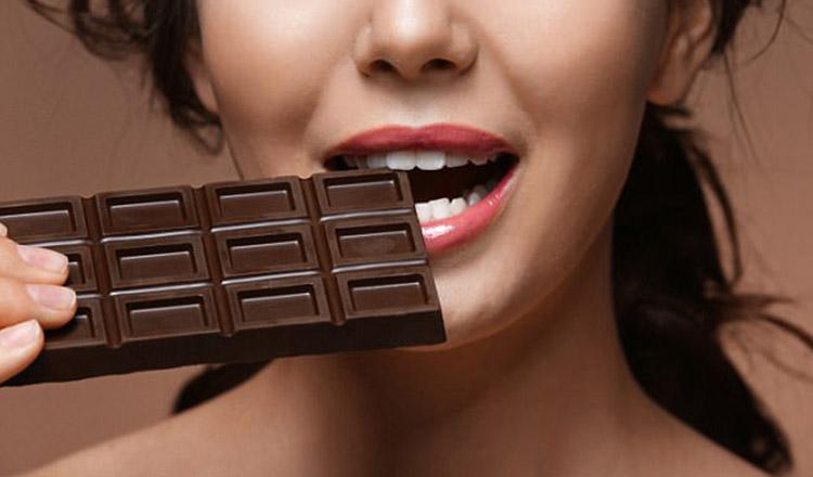 Un fitoterapeut ne recomandă cum să folosim ciocolata contra durerilor menstruale