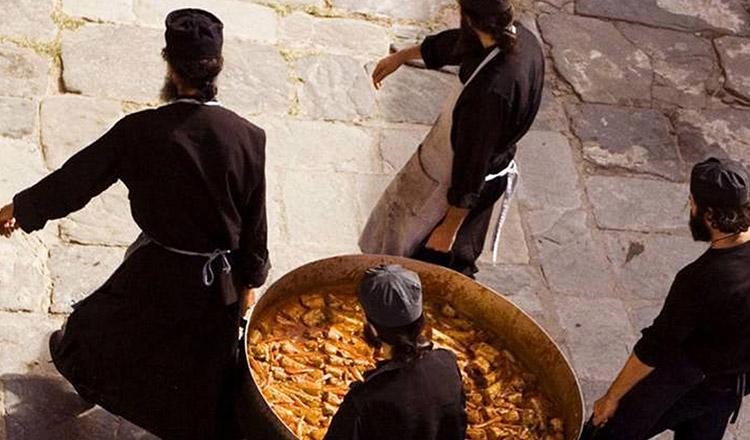 Tocană mănăstirească preparată după rețeta măicuțelor de la Prislop