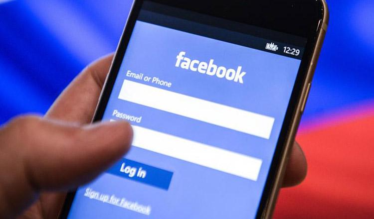 Semne că cineva te urmărește pe Facebook