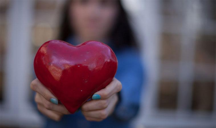 5 diferențe între a iubi pe cineva și a fi îndrăgostit de cineva