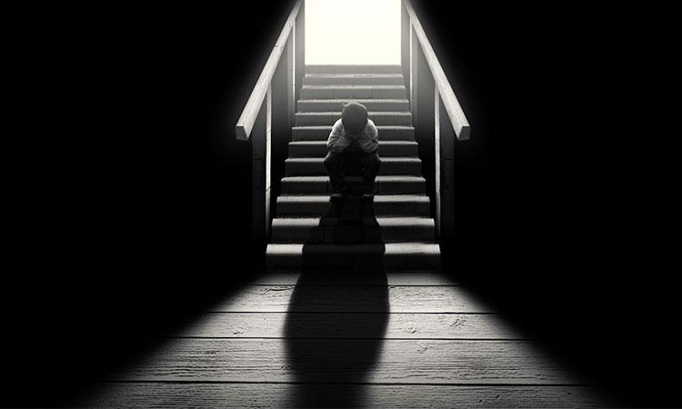 Cine se ascunde în spatele unui copil?