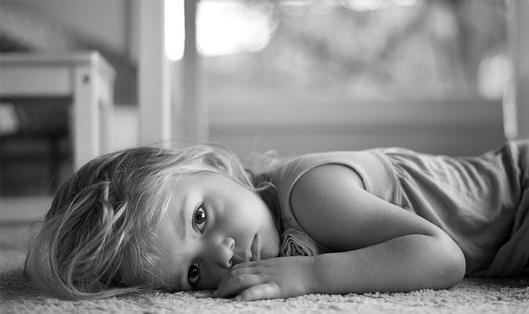 Copiii nu spun că suferă de anxietate, spun că îi doare burtica