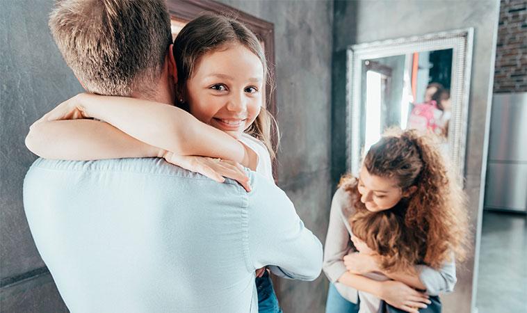 Descoperire de ultimă oră: Cu cât îți îmbrățișezi mai mult copilul, cu atât va fi mai inteligent