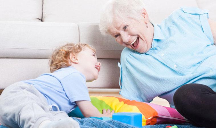 Doctorul avertizează părinții cu privire la lăsarea copiilor în grija bunicilor