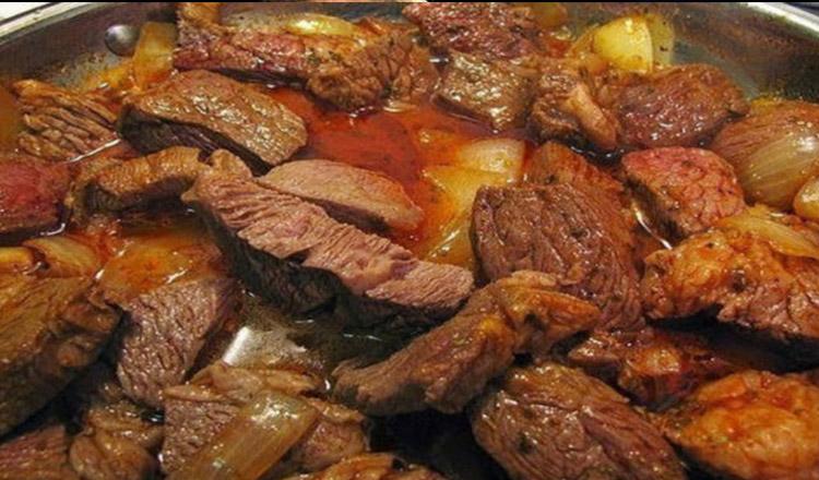 Gulaș delicios cu carne de vită sau porc – Nimeni nu refuză încă o porție