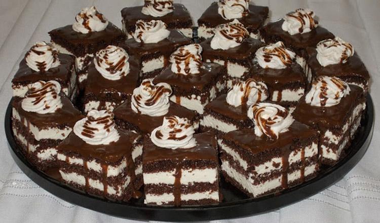 Prăjitură cu blat de cacao și cremă de ciocolată albă și mascarpone – Nici nu vă putem descrie gustul