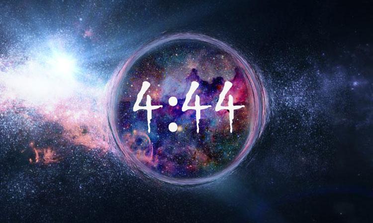 444 Sincronicitate și Semnificație: De ce 4:44 continuă să apară oriunde privești?