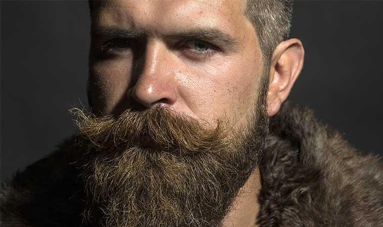 Cercetătorii sunt de părere că bărbații cu barbă au mai multe bacterii decât câinii