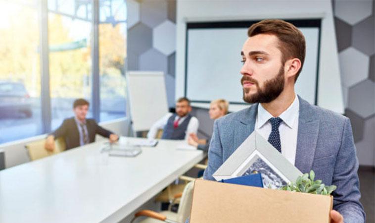 Cum îți iei rămas bun de la colegi, când îți dai demisia de la serviciu