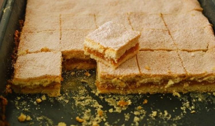 Prăjitură cu mere pentru leneşi – reţetă rapidă şi delicioasă
