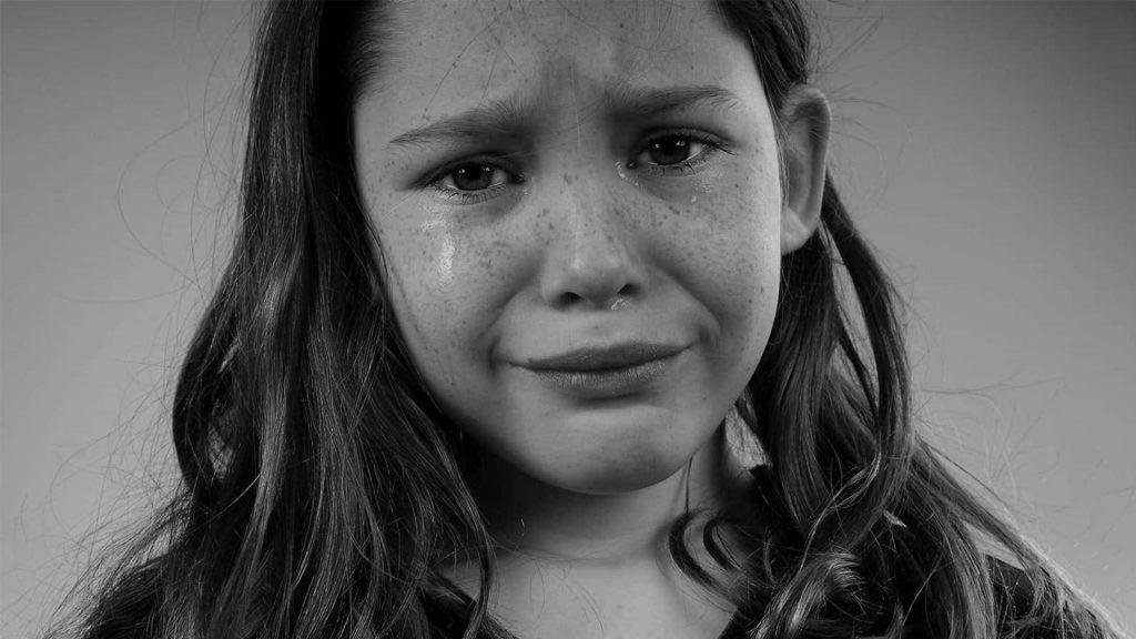 Psihologii explică, de ce o copilărie traumatizantă poate provoca insomnie pe viață