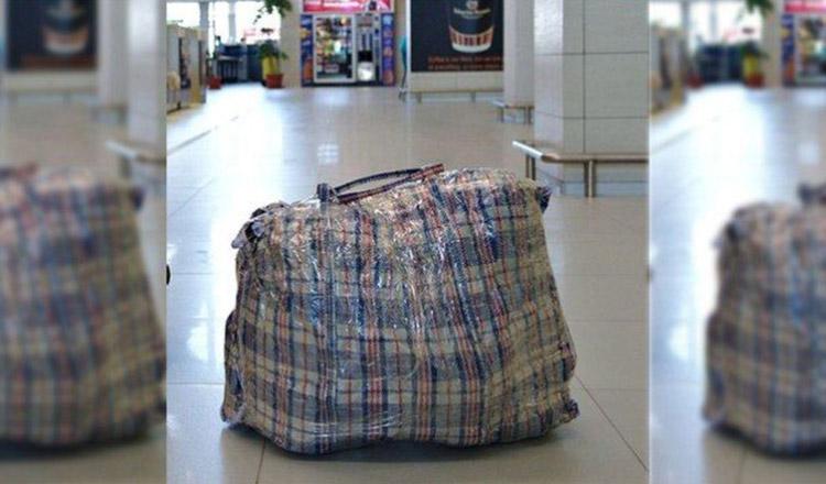 Un student s-a dus la gară și și-a luat de la tren pachetul trimis de părinți. A crezut că e plin cu mâncare și bunătăți, dar…