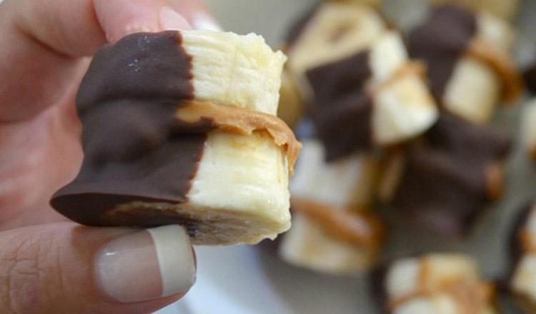 Bomboană de ciocolată înghețată, cu unt de arahide