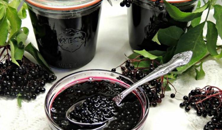 Cum prepară călugării dulceaţa din fructe de soc. Reţeta străveche de la Mănăstirea Sihăstria Putnei