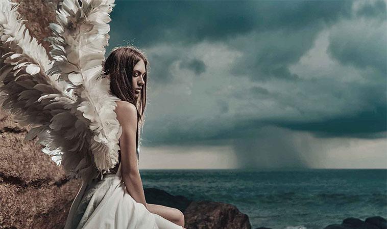 Oamenii sensibili sunt îngeri, cu aripi rupte, care zboară doar atunci când sunt iubiți