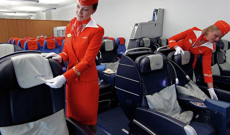 Reguli de etichetă în avion pe care toți pasagerii trebuie să le cunoască