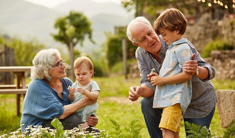 Bunicii nu mor niciodată, ei devin invizibili! Acest articol te va emoționa până la lacrimi!