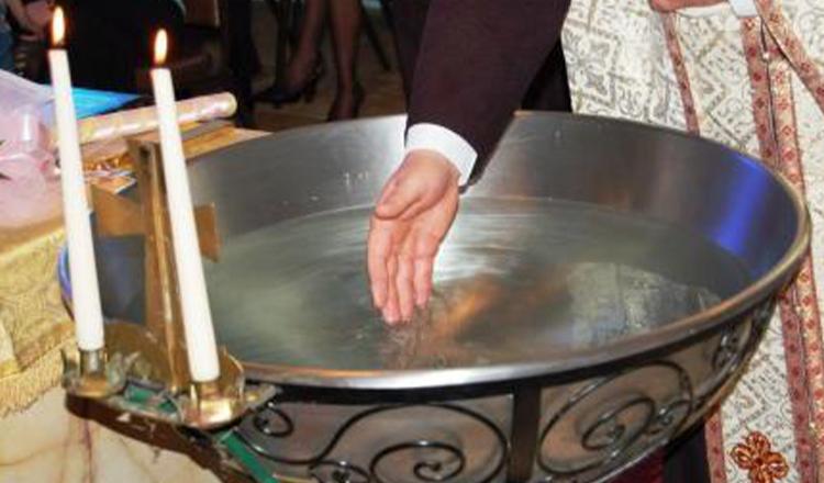 Apa sfinţită, semnul crucii şi bătutul clopotelor – proprietăţi vindecătoare.Rugăciunea vindecă.
